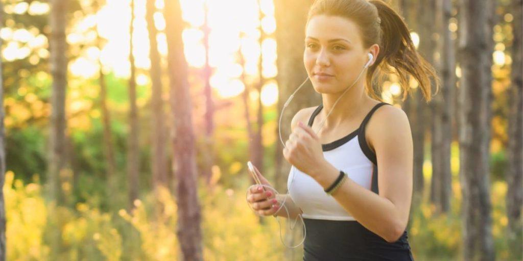 Wie Ausdauersport Menstruationsbeschwerden lindern kann
