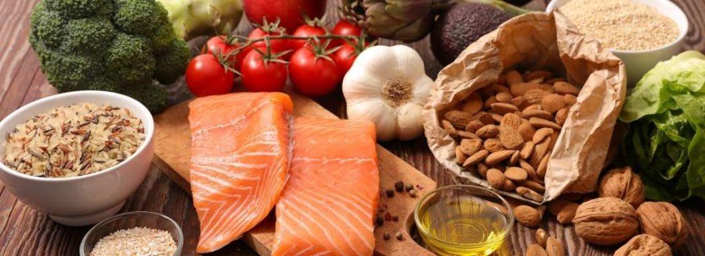 Warum gesundes Essen Menstruationsbeschwerden lindern kann